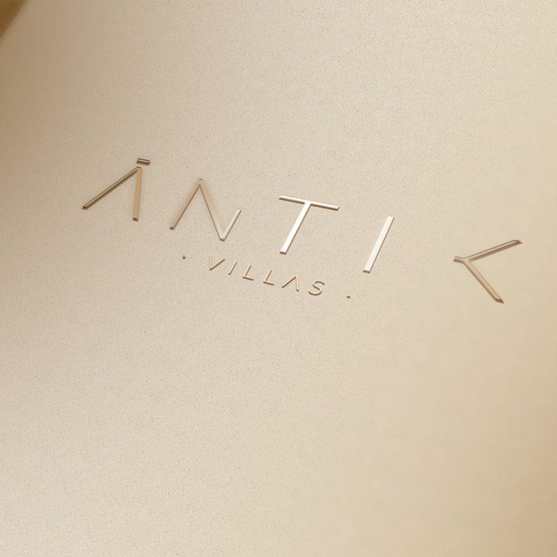 diseño de logotipo dorado minimalista