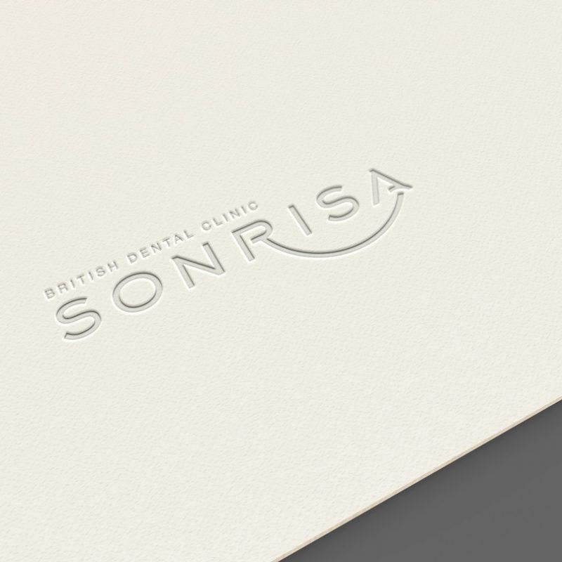 imagen corporativa, imagen limpia y logotipo en colores claros